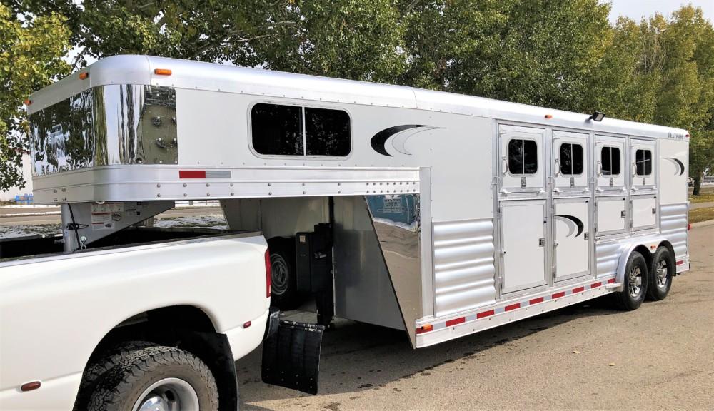 Platinum Coach 8′ x 21′ 4 Horse Gooseneck