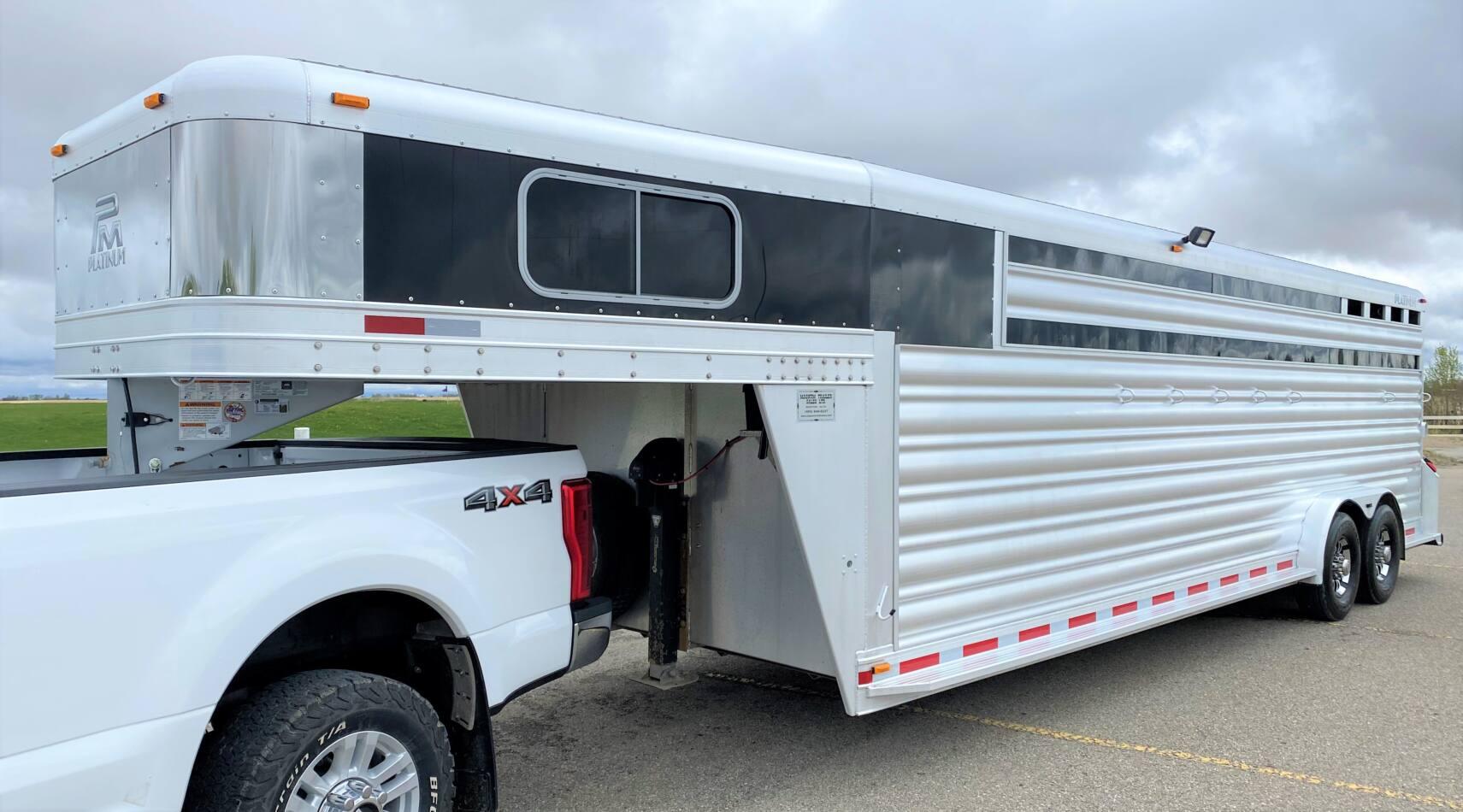 Platinum Coach C-Sport 7'6″ x 25'/ 7 Horse Stock Combo Gooseneck