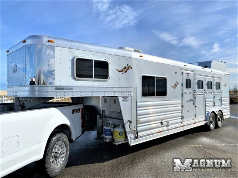2011 Platinum Coach 4 Horse Living Quarters 8′ Short Wall