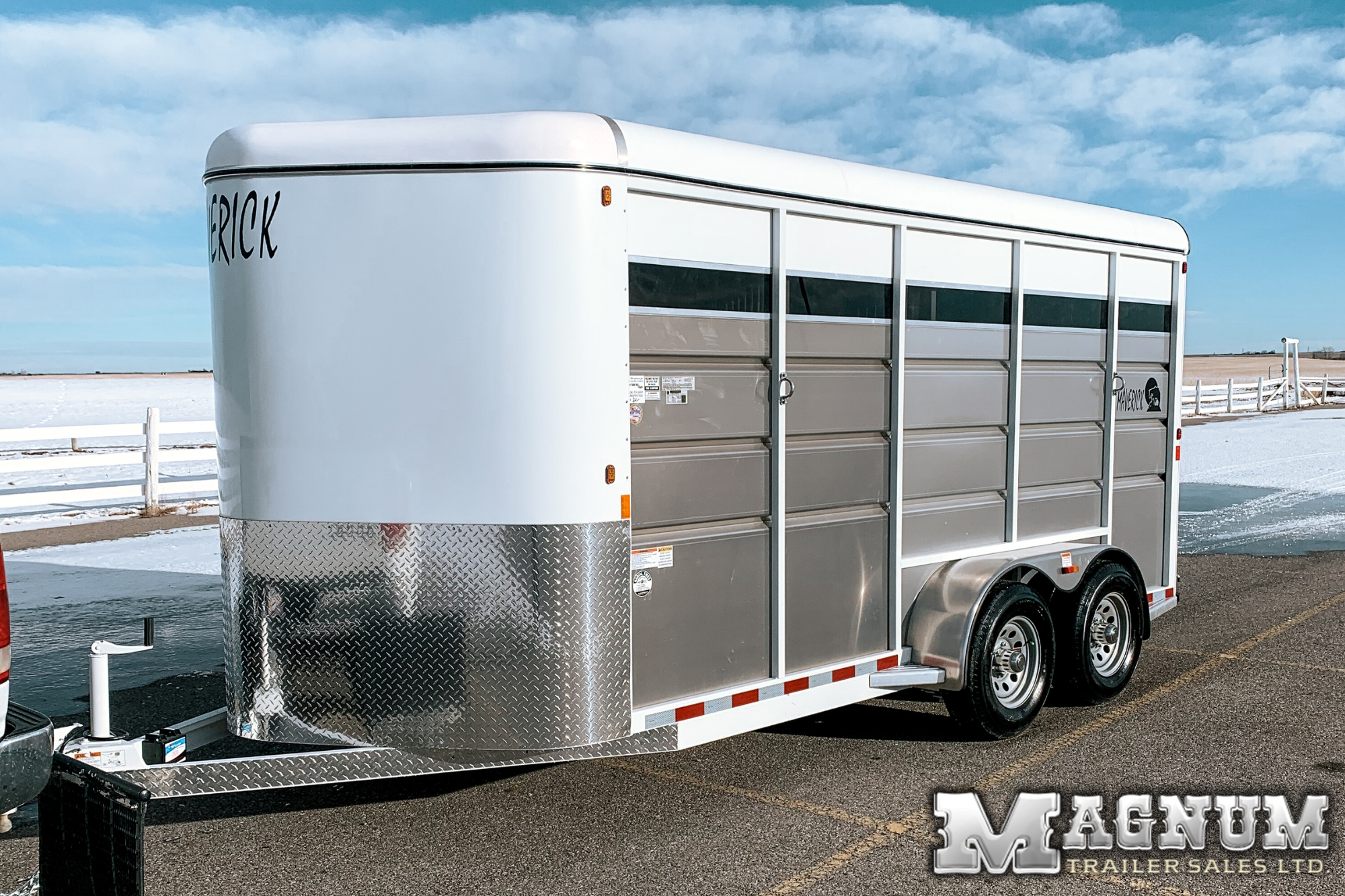 2021 Maverick 3 Horse 17′ High Side Bumper Pull