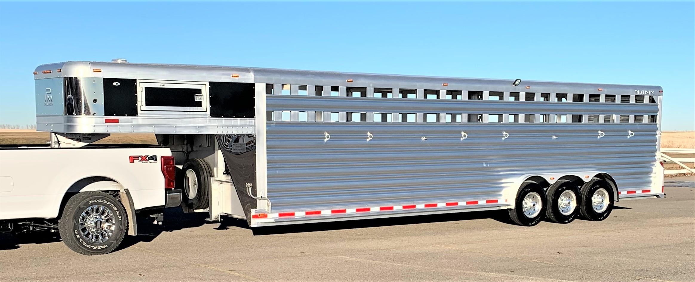 Platinum Coach 7'6″ x 30′ Gooseneck Stock