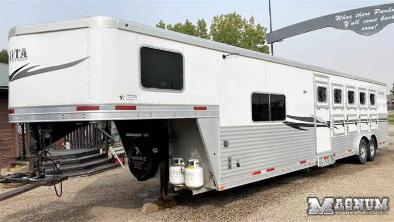 2013 Lakota 5 Horse Living Quarters – 11ft Short Wall